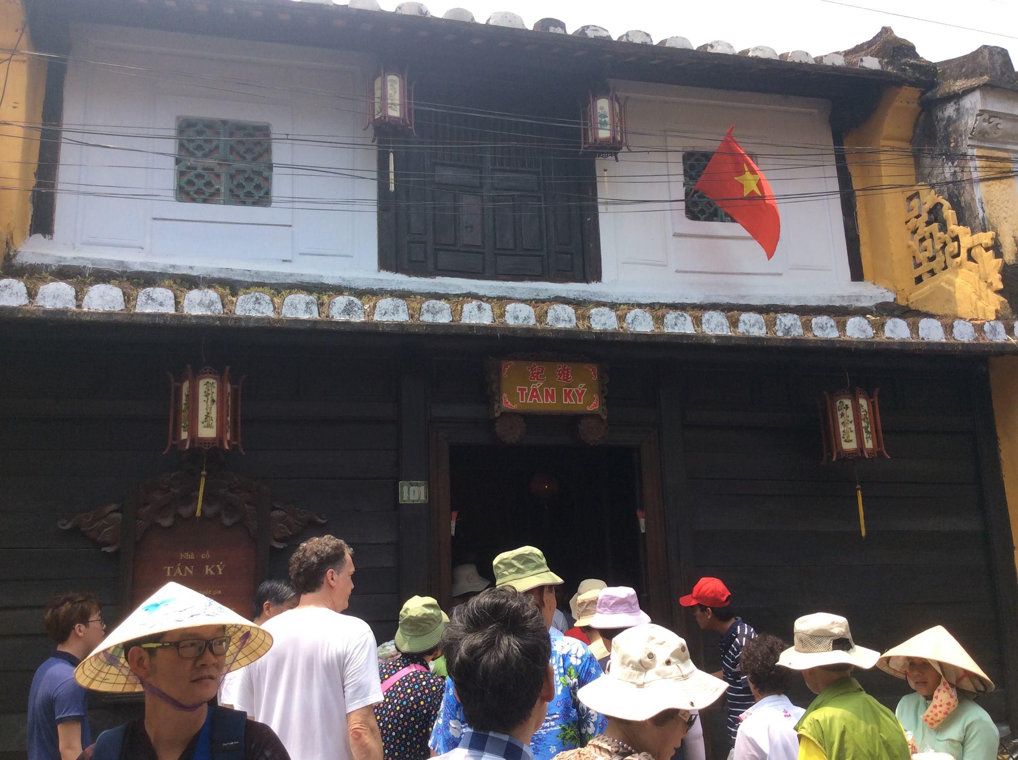 Private tour Hue Hoi An ancient town My Son sanctuary
